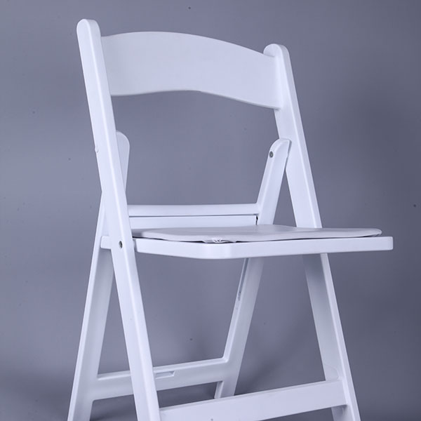 Resin folding chairs white Featured Image